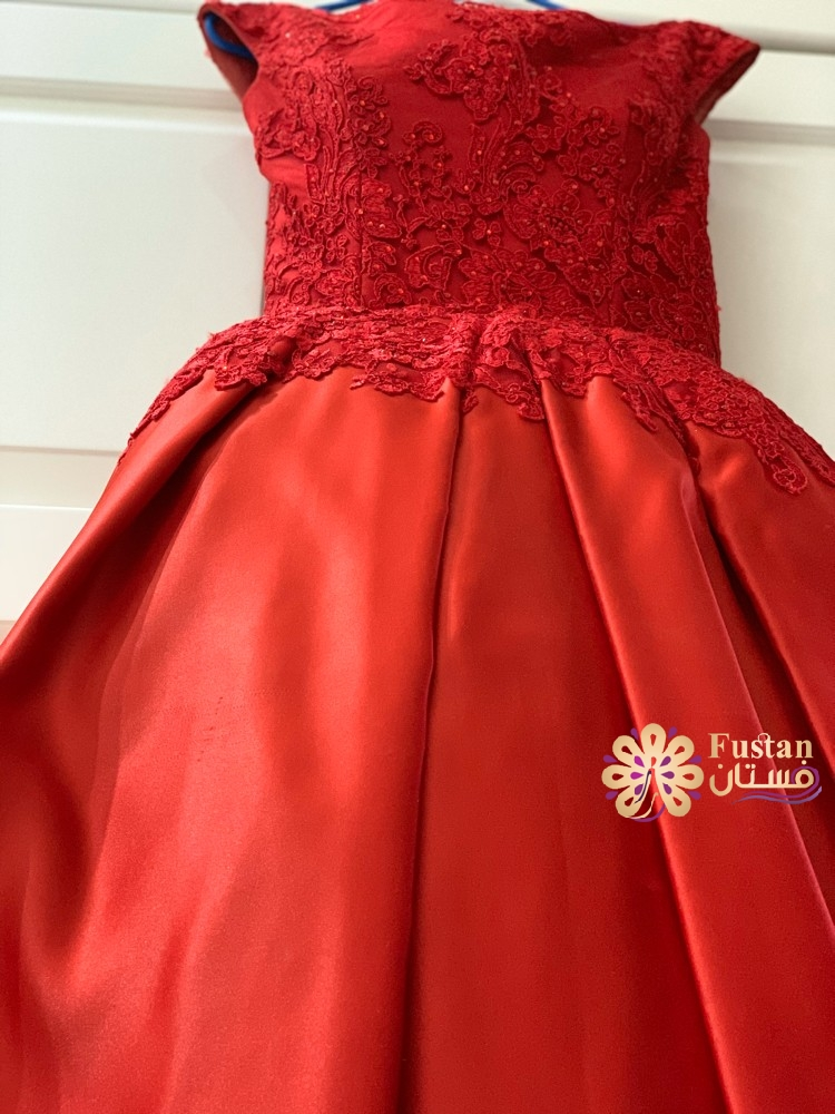 فستان احمر طويل