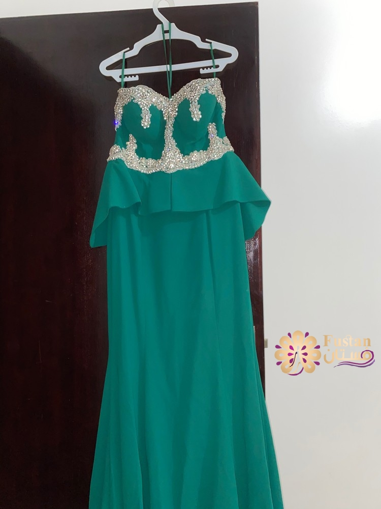 فستان بحالة جيدة للتواصل خاص