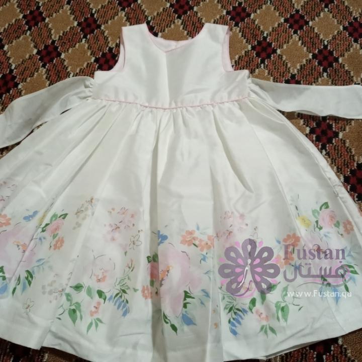 فستان لون ابيض