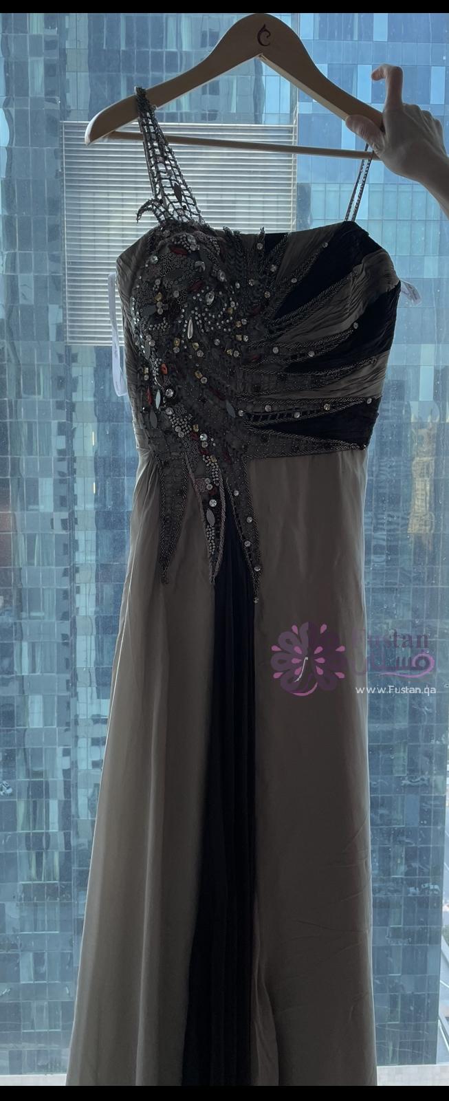فستان للحفلات مستعمل مرة واحدة
