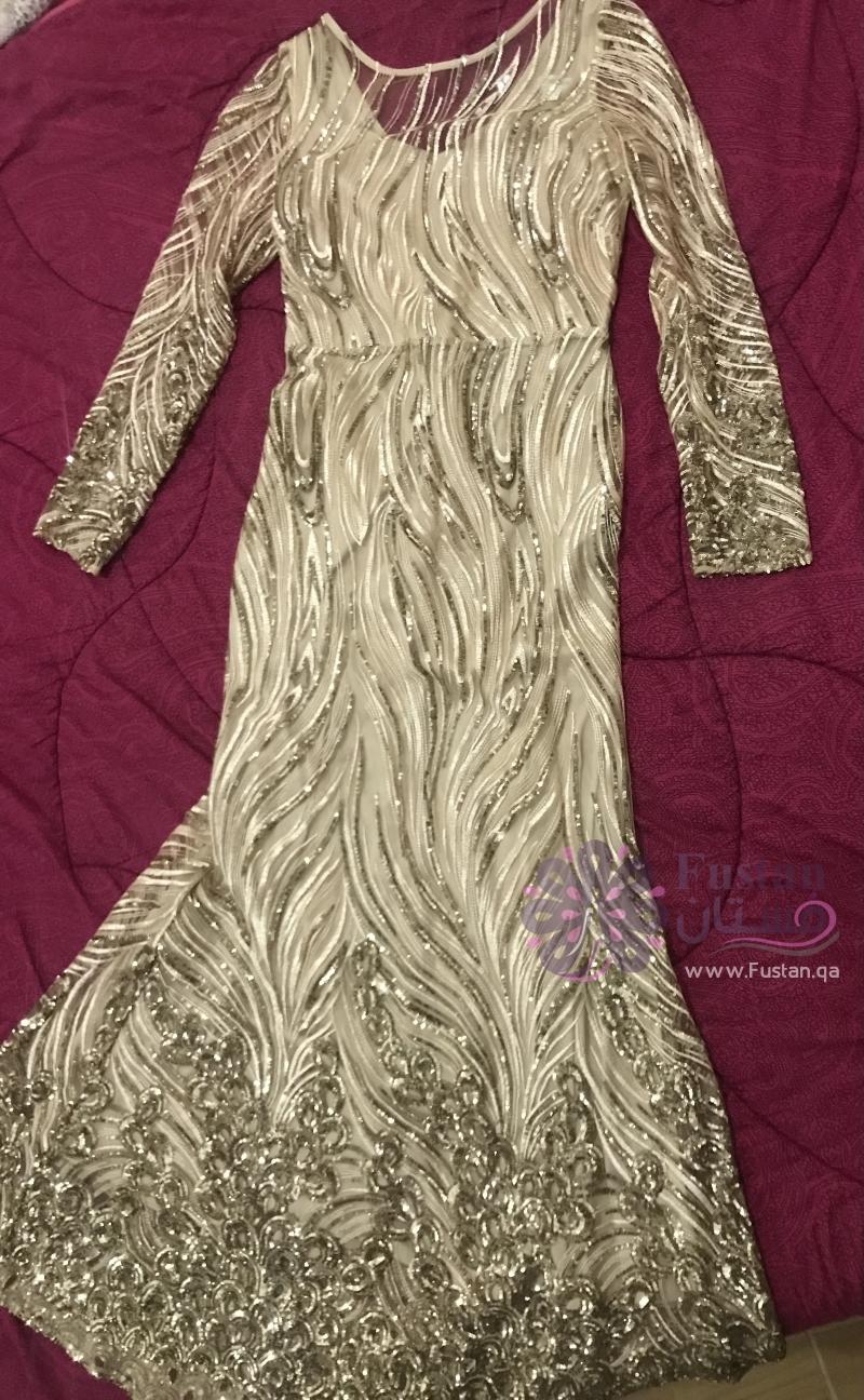 فستان الملكه الذهبي