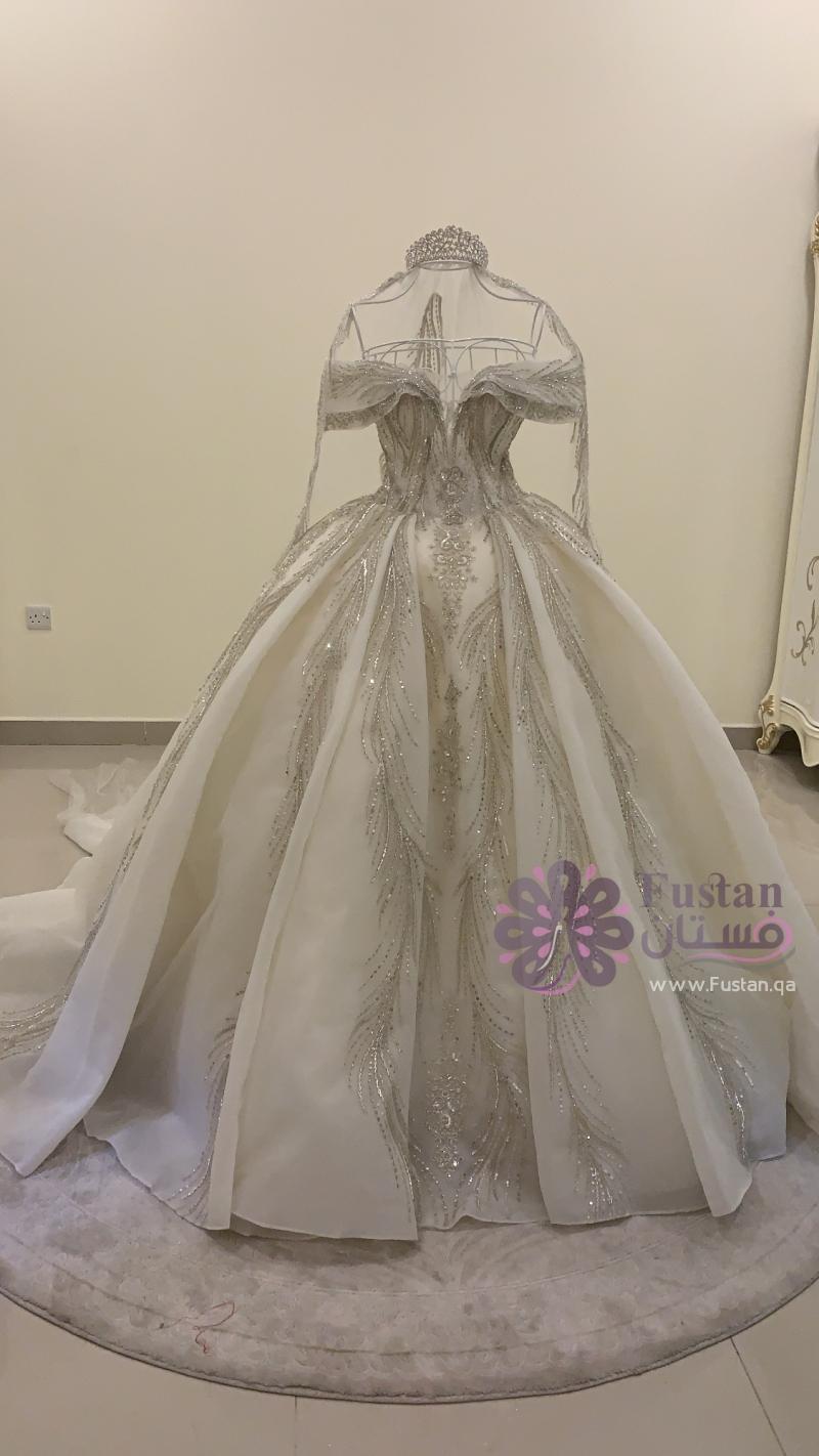 فستان. عروس جديد