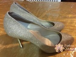 حذاء ذهبي مقاس 37