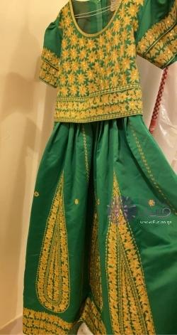 فستان لليلة الحنة مع حزام و مع طرحه خضرا
