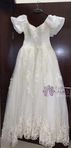 فستان زفاف جديد لونه سكري مستعمل مرة وحدة