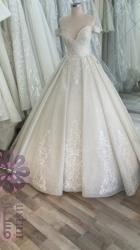 فستان عرس مع طرحة و جبون