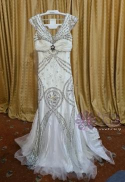 فستان أبيض فخم