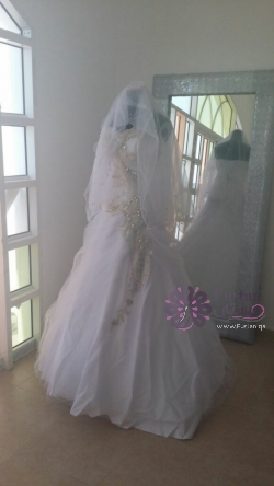 للبيع فستان زفاف